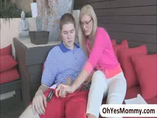 섹시한 아기 shyla jameson comes 홈 과 busts 그녀의 새엄마 와 그녀의 bf