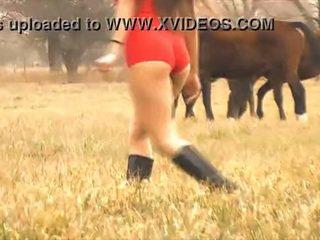 The horký dáma kůň whisperer - úžasný tělo latina! 10 prdel!
