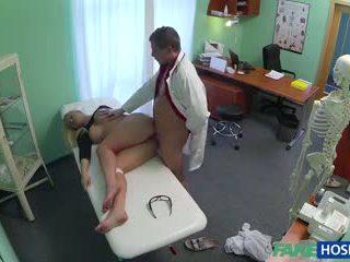 Γιατρός banged σεξ ξανθός/ιά σε του cabinet.
