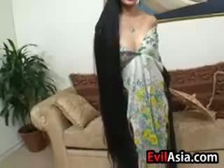 Diwasa asia with long hair