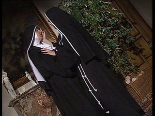 Leszbikus nuns nyalás minden más