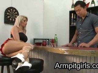 Podpaží licking 17