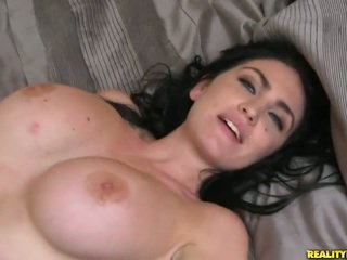 Brilliant bigtitted tuổi london jolie