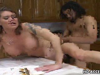 Hårdporr knull i den köks med kayla quinn video-