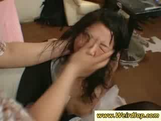 Екстремен секс с азиатки maids прецака