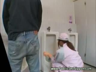 Public muie în the mens toaleta