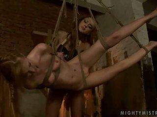 年輕 情婦 dominating 熱 slavegirl