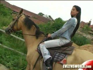 Klara smetanova - sexy trên trang trại