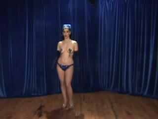 Παράσταση μπουρλέσκ κορίτσι - instructions επί tassle twirling!