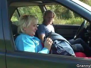 סבתא getting pounded ב the מכונית