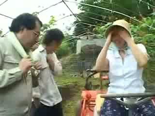 Asiatico villaggio donna gets maltrattata video