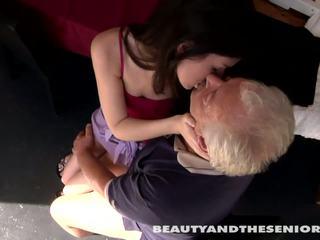 Tini cutie gets szar által senior bruce