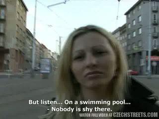 捷克語 streets - ilona takes 現金 為 公 性別 視頻