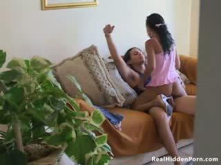 Łaciński lalka amatorskie fucks jej boyfriend i przyłapani przez the nanny