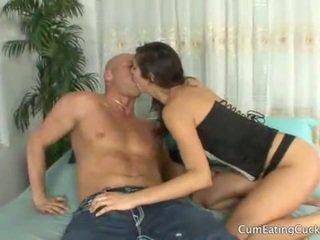 Annas हज़्बेंड licks उसकी lovers कम बंद उसकी फेस