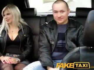 Faketaxi makens watches hustru getting körd