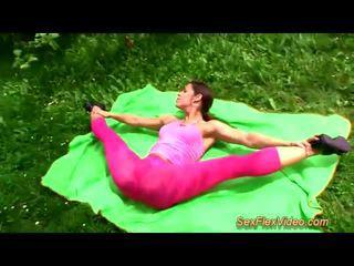 귀여운 flexi contortionist 빌어 먹을 에 자연
