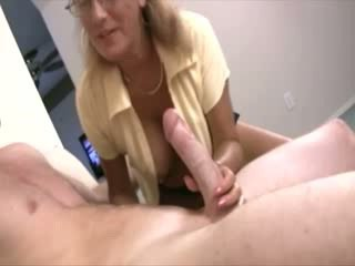 Milf helps babes til oppdage deres sexuality