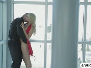 Very hot babeh mia malkova shows her sexy body and she gets