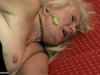Ošklivý babička getting fucked hrubý