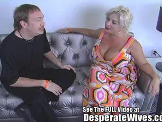Desperate bashkëshorte claudia marie eats cum!min