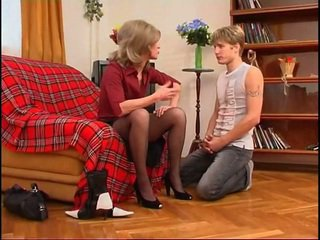 Russisch milf dominates jung guy
