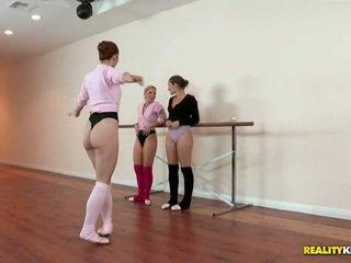 Lezbike ballet klasë për dani daniels dhe ashley fires