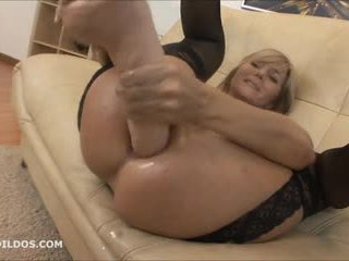 Velika brutalno analno dildo in squirting