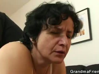 Тя gets тя стар космати hole filled с two cocks