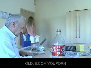 Bestefar gustavo knullet av hans silly stuepike