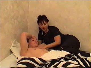 मोम wakes बेटा के लिए सेक्स