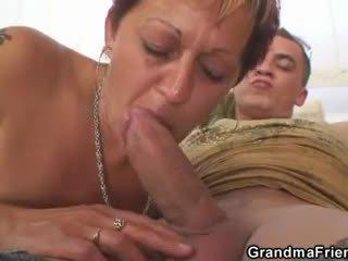 いたずらな おばあちゃん takes two dicks アット かつて