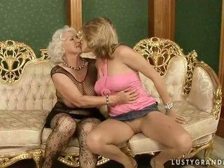Pěkný dospívající loves horký babičky