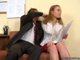 Gaya doggystyle hubungan intim dengan guru