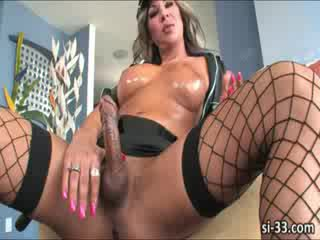 Tgirl bombshells Bruna Butterfly and Beatricy Velmont banging their asses