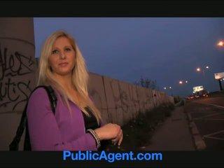 Publicagent curvy blondinke accepts seks za denar ponudba pri atobus stop
