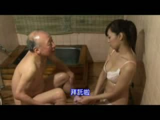 Japans verpleegster taking zorg over grootvader video-