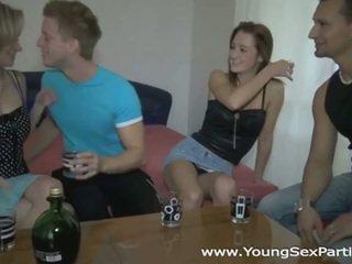 Mabuk sluts di seksi muda seks pesta