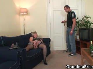 Nagymama takes two cocks után masturbation