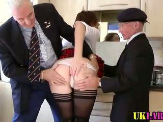 3 adam with ýaşy ýeten ho