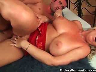 Mai mari femeie cu natural mare tate gets inpulit