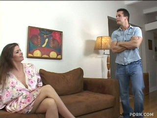 Gros seins step-mom baise son fils