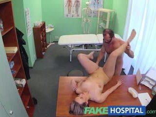 Fakehospital novo doktor gets potrebni milf nag in mokro s desire