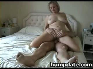 Pechugona madura esposa con agradable grande culo rides polla