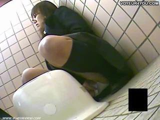 Bí mật nhà vệ sinh camera voyeur cô gái masturbation