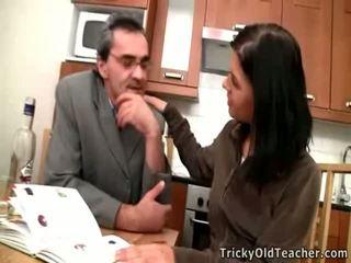 Burvīgas brunete rosebud has sekss pieauguša meistars