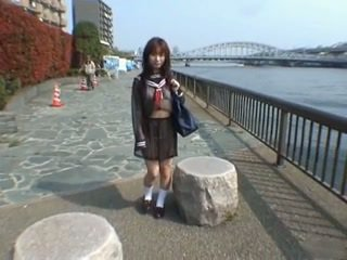 Pekný ázijské školáčka
