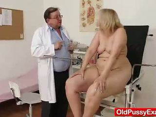 Old blondinka gyz has her hoo hoo bumped by a doktor