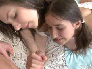 Delicate тийнейджъри karen и sophia в тройка