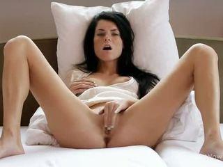 E adhurueshme adoleshent vogëlushe masturbim të saj twat